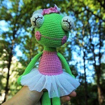 Лягушка-балерина амигуруми