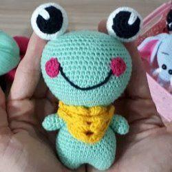 Лягушка игрушка амигуруми крючком