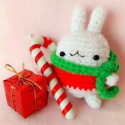 Рождественский зайка амигуруми