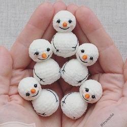 Снеговики амигуруми