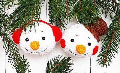 Снеговик крючком игрушка на елку