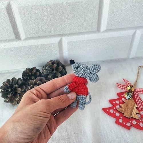 Вязаный мышонок амигуруми