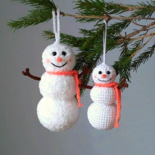 Елочная игрушка снеговик крючком